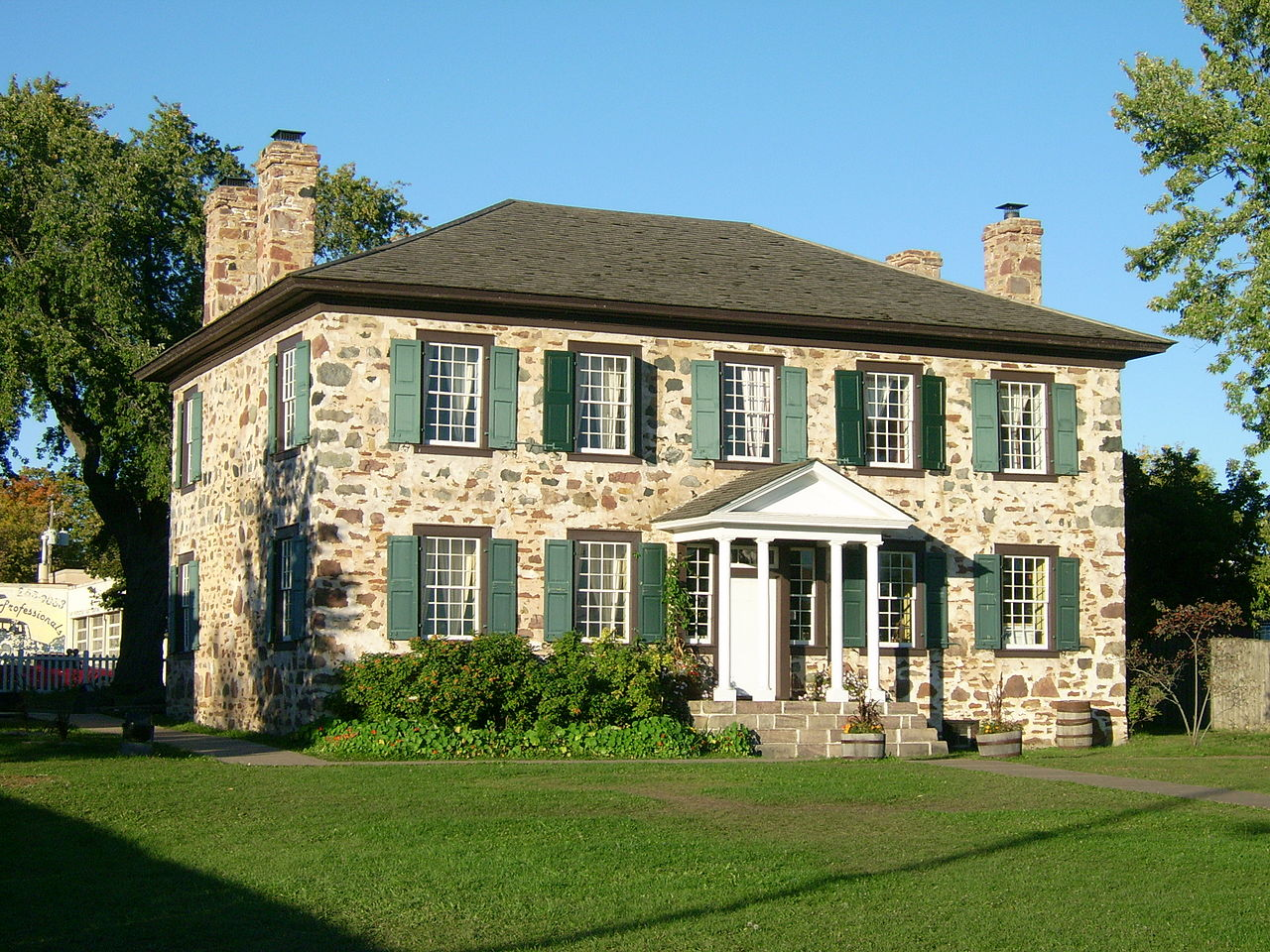 File ermatinger old stone house 3 jpg wikimedia commons for The classic house