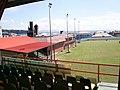 Estadio Victoria Park (Kingstown), con el mar Caribe al fondo.jpg