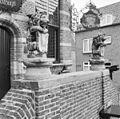 Exterieur BORDES, OVERZICHT BEELDEN (LEEUWEN MET WAPENSCHILD) - Woudrichem - 20292427 - RCE.jpg