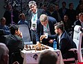 FIDE FR WCH - Nepomniachtchi problems when lifting Rook before King when castling.jpg