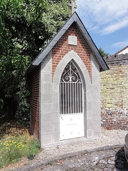 Famars (Nord,Fr)chapelle au bord d'un chemin