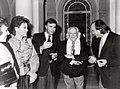 Felipe González conversa con el poeta Rafael Alberti, la actriz Monica Randall y el escritor Santiago Amón, durante la recepción ofrecida en el Palacio de la Moncloa.jpg