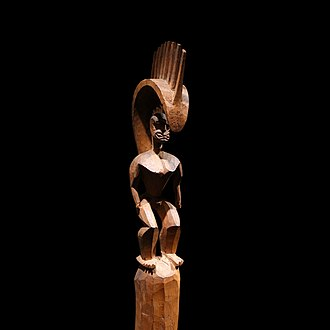 Lono - Late 18th-century figure of Lono, on display at the Louvre.