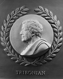 Sculpture représentant le profil d'un homme
