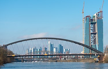 Frankfurt Skyline with EZB 2013-02 5969.jpg