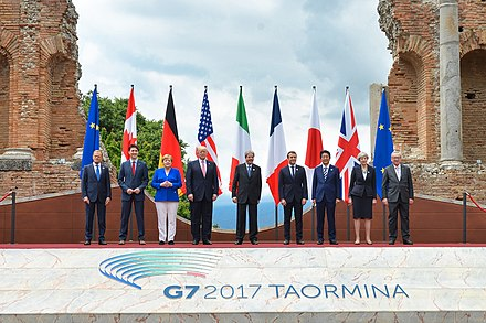 Group photo of the G7 leaders at the 43rd G7 summit in Taormina G7 Taormina family photo 2017-05-26.jpg