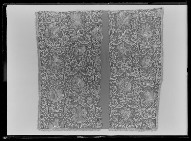 File:Gardin med trofémotiv ur en serie av sex gardiner till drottning Kristinas kröningskaross, 1650 - Livrustkammaren - 36231.tif