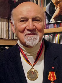 George Avakian by Ian Clifford, New York City, May 2003 (cropped).jpg
