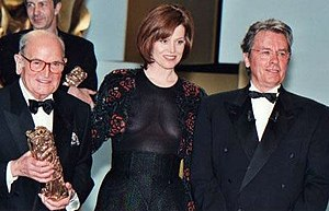 Georges Cravenne - Georges Cravenne with Sigourney Weaver and Alain Delon at the 25th César Awards ceremony in 2000.