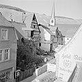 Gezicht op Kröv met op de achtergrond de wijnbergen langs de Moezel, Bestanddeelnr 254-4122.jpg