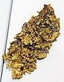 Gold mass with quartz (California, USA) 2 (16412584314).jpg