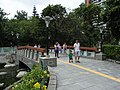 HK Chai Wan Park stone bridge visitors Sept-2012.JPG