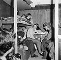 HUA-152187-Afbeelding van reizigers in de couchette van een ligrijtuig.jpg