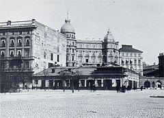 Hammerska laden.   Sörensenska huset i fonden.   Til venstre Davidsonska huset.