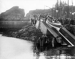 Helen Smitton launch, St Abbs, 1911.jpg