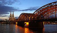 Hohenzollernbrücke Kölner Dom.jpg