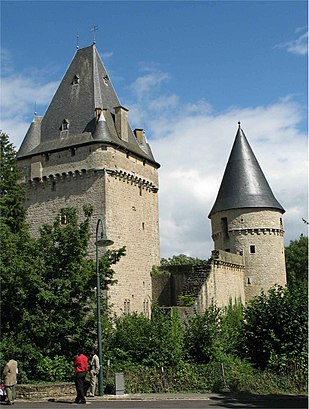 How to get to Château De Hollenfels with public transit - About the place