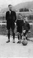 I fratelli Bergamino- Giacomo, Giuseppe e Leone al campo del Genoa.png