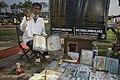 India - Kolkata portion seller - 4316.jpg
