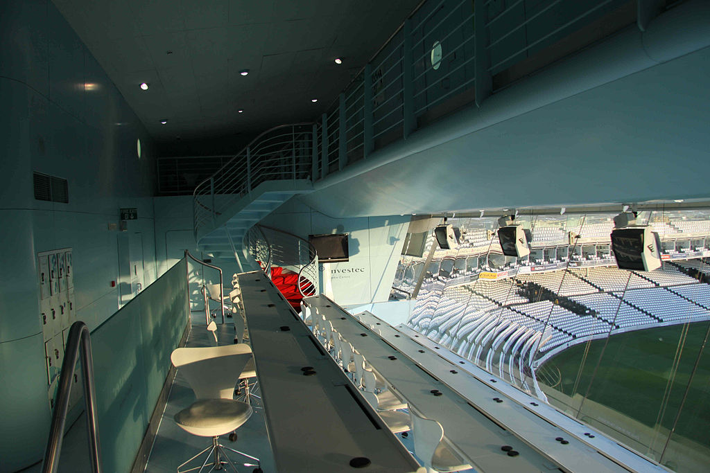 https://upload.wikimedia.org/wikipedia/commons/thumb/b/b9/Inside_Lords_Media_Centre.jpg/1024px-Inside_Lords_Media_Centre.jpg