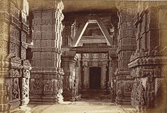 Interior of Jain Temple, Gwalior Fort.jpg