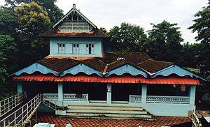 Irikkur - Irikkur Juma Masjidh is riverside prayer facility