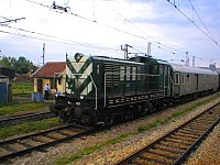 JŽ 641 series locomotive (01).jpg