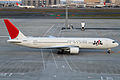 JAL B767-300ER(JA605J) (5213897637).jpg