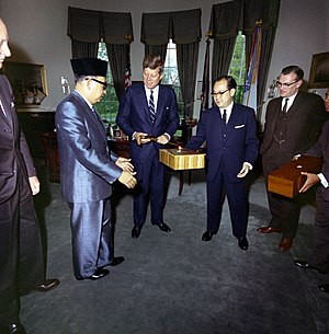 Abdul Razak Hussein - Deputy Prime Minister Tun Abdul Razak with US President John F. Kennedy at the White House in 1961