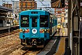 JRW 105 Wakayama Line at Wakayama Station 2015-08-11.jpg