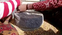 Податотека:Jato An ancient tool used to grind food item in Nepal.ogv