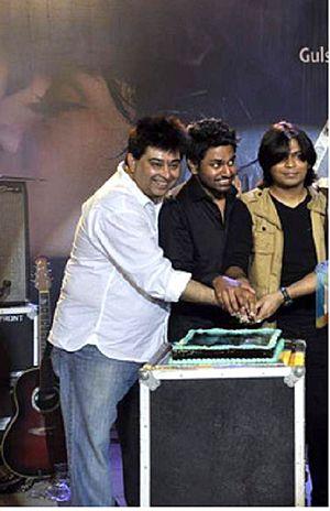 Jeet Gannguli - Jeet Gannguli (left) at Aashiqui 2 music concert