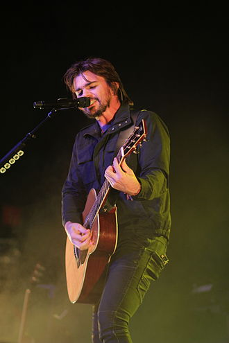 Juanes - Juanes performing on the 'Unplugged' tour