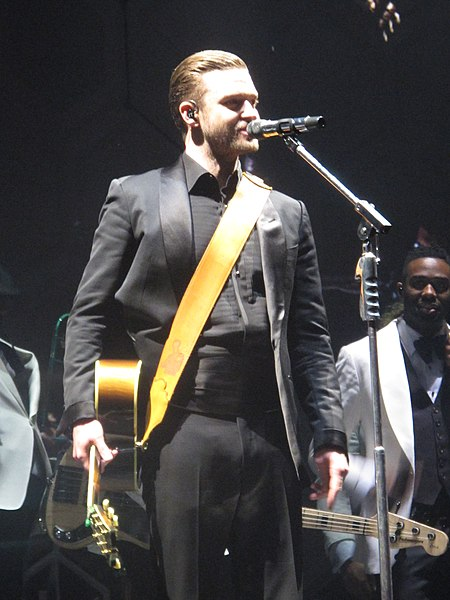 A black cummerbund worn by Justin Timberlake in an all-black outfit
