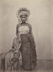 KITLV 115027 - Isidore van Kinsbergen - Balinese female dancer at Singaraja - 1865-1866.tif