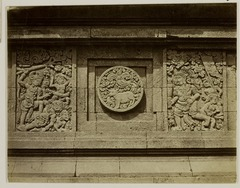 KITLV 28309 - Isidore van Kinsbergen - Relief with part of Ramayana epic in front of Panataran, Kediri - 1867-02-1867-06.tif