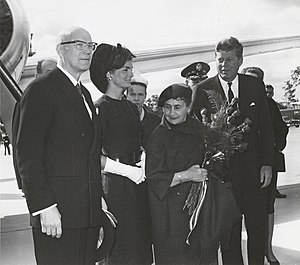 Urho Kekkonen - Urho Kekkonen (left),  Sylvi Kekkonen (second right),  John F. Kennedy, and  Jacqueline Kennedy in 1961 in Washington Dulles International Airport.