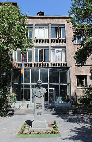 Armenian State Pedagogical University - The statue of Khachatur Abovian at the university