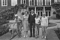 Koningin Beatrix, prins Claus met de prinsen Willem-Alexander, Constantijn en Jo, Bestanddeelnr 932-2824.jpg