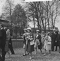 Koninklijk bezoek aan Haarlem (vier wandelende prinsessen), Bestanddeelnr 913-9045.jpg