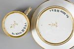 Kopp med fat. Undersida med märkning - Hallwylska museet - 87055.tif