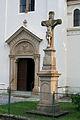 Kostel svatého Jana Nepomuckého, Podolí - kříž u vchodu.jpg