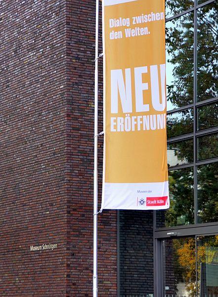 File:Kulturquartier Köln - Eingang mit Schriftzug Schnütgen (7873-75).jpg