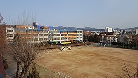 Kwanyang Middle School, Photographed in the Hyundai house rooftop.jpg
