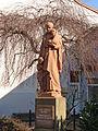 L'Hôpital (Moselle). Statue de Saint-Vincent de Paul, place des Cloches..jpg