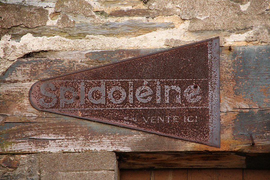 Advertising for Spidolèine oil in La Gacilly, Bretagne, France. Spidolèine was a motor oil, sold in France in years 1920's ~ 1930's.