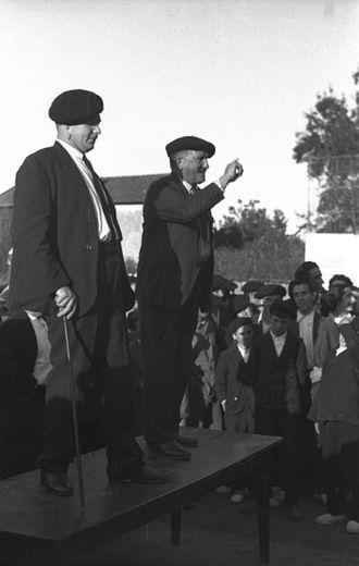 Bertsolaritza - Bertsolaris Larralde and Hiriart performing in Sara, Labourd (1936)