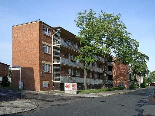 Laubenganghaus, Mittelbreite