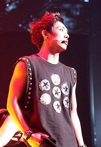 Lee Joon - Lee on stage