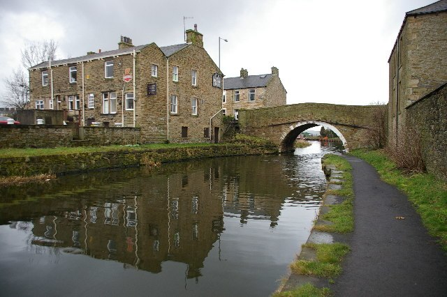 Leeds and Liverpool Canal at Hapton - geograph.org.uk - 107656